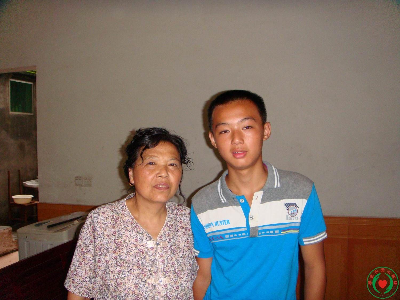 建议资助    434朱坤林    母亲离家,二兄弟与父亲一起过.图片